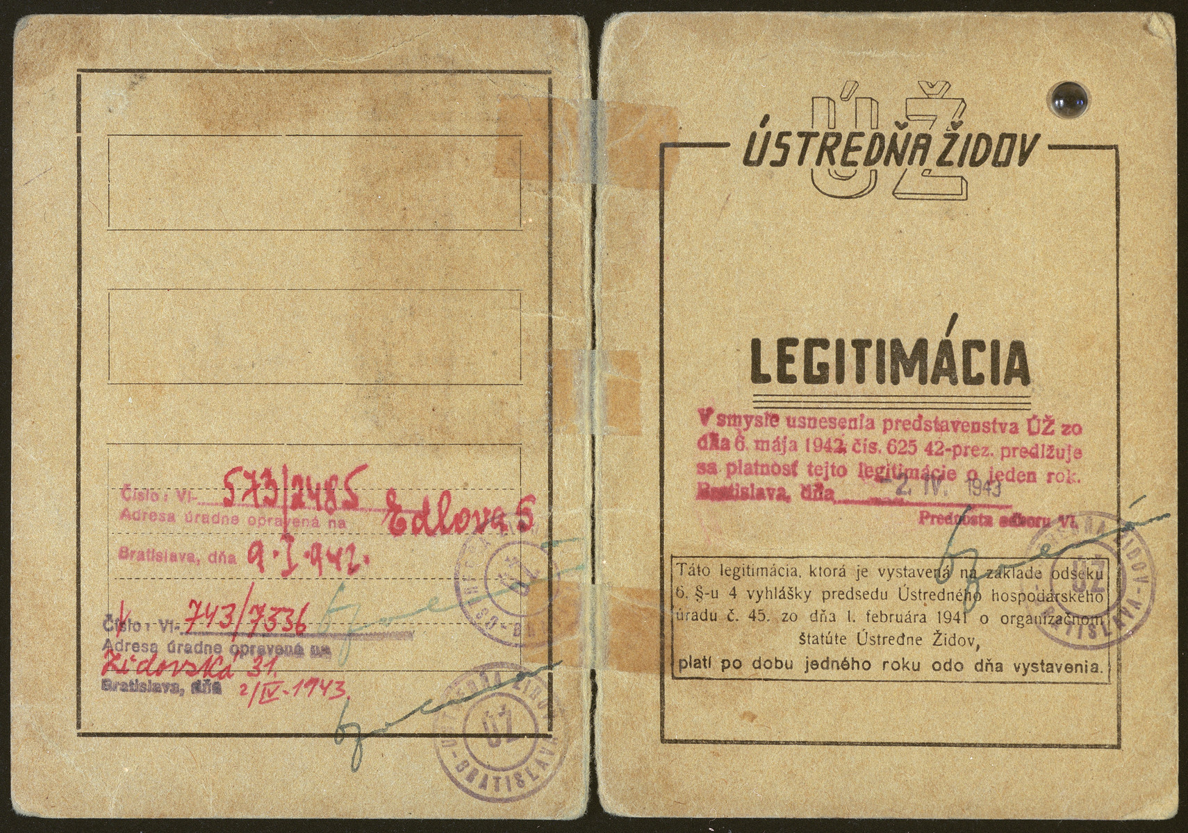 Identification card issued to Izidor Schwarz stating that he is an office worker employed in the main office of the Jewish community.