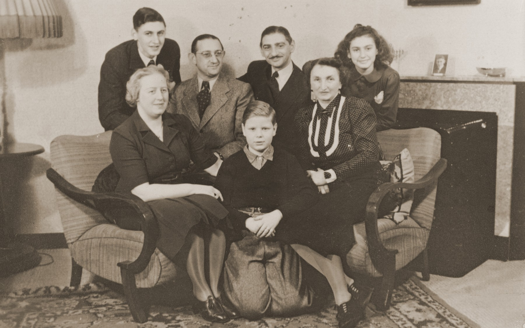The Jacobsthal family poses with an aunt and uncle who are visiting their home in Amsterdam before emigrating to Chile.  Hilde Jacobsthal is pictured at the top right.