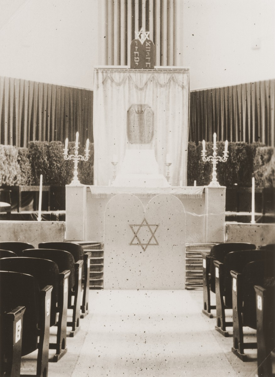 View of the sanctuary of the Liberale Gemeente [reform] synagogue in Amsterdam.