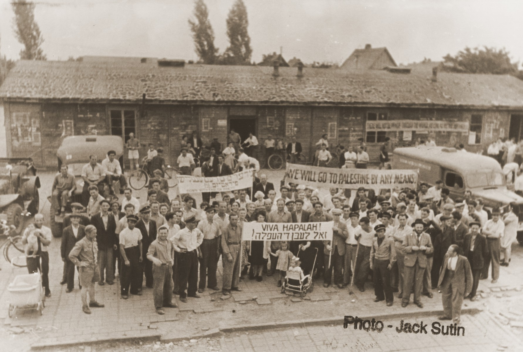 Jewish DPs demonstrate in the Neu Freimann displaced persons camp against British immigration policy to Palestine.