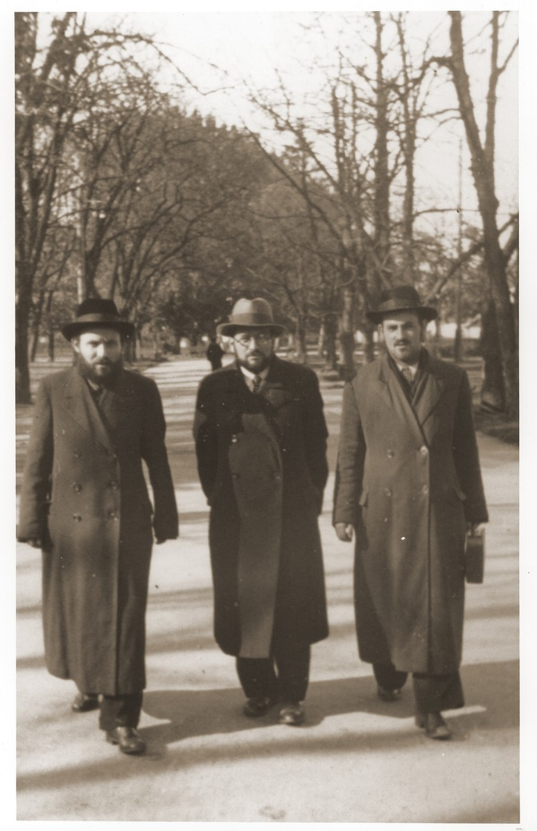 """Szmuel Icek Rotsztajn walking with two friends.    Rotsztajn was an orthodox Jewish publicist, novelist and short story writer, who was co-editor of """"Dos Yiddishe Tagblat"""" and editor of the orthodox literary journal """"Der Flaker""""."""