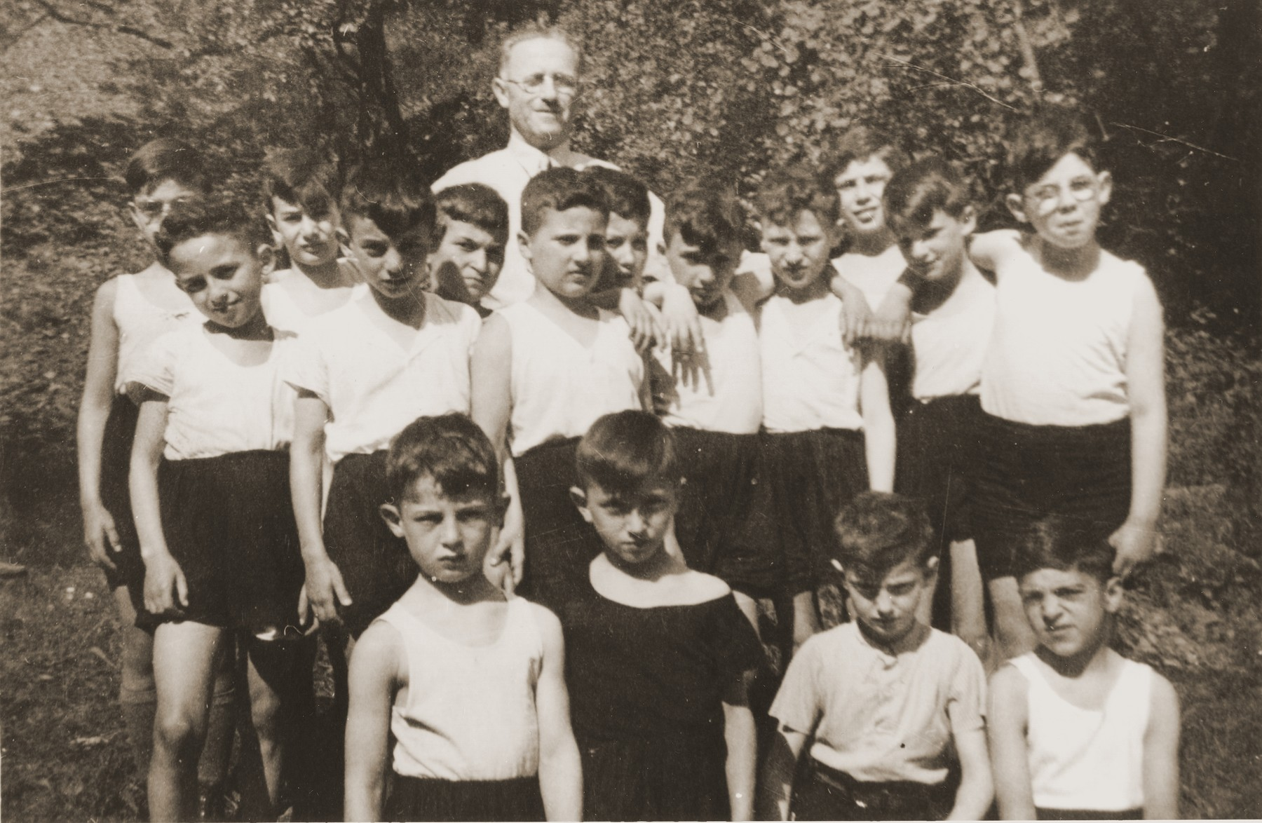 Group portrait of Jewish children who are members of the Hakoach sports club in Essen.    Among those pictured is Heinz Straus (back row, second from the left).