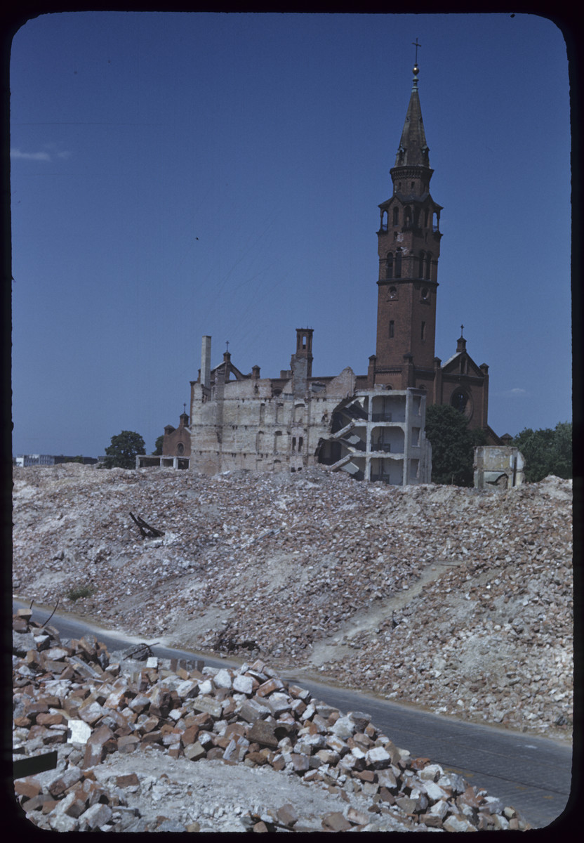 Postwar view of a church in the ruins of Warsaw.