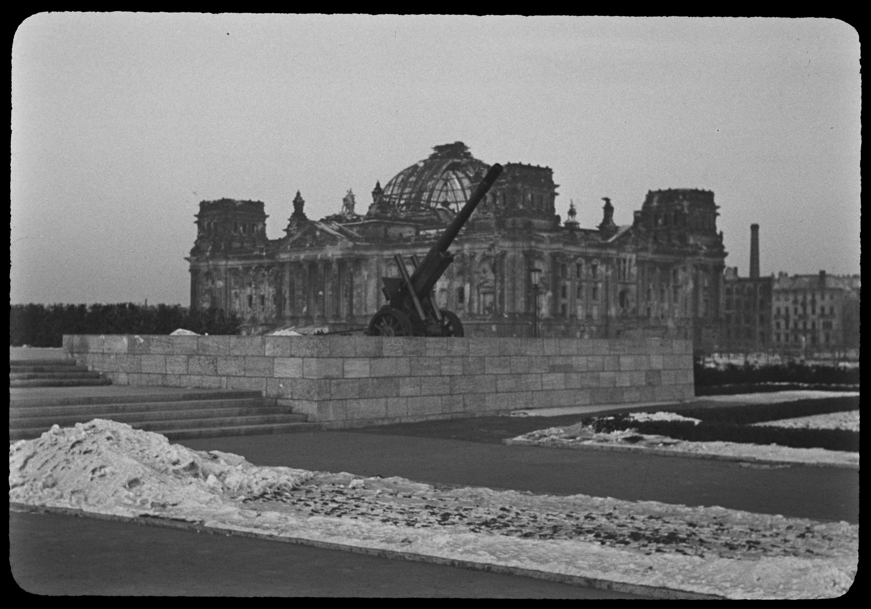Postwar view of the Reichstag, with the Soviet War Memorial in the foreground.