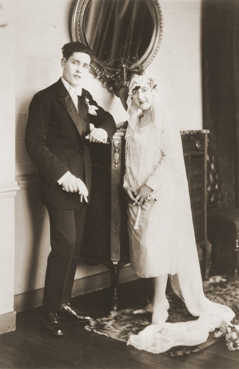 Wedding portrait of Charles Flaum and Therese Hirszberg.