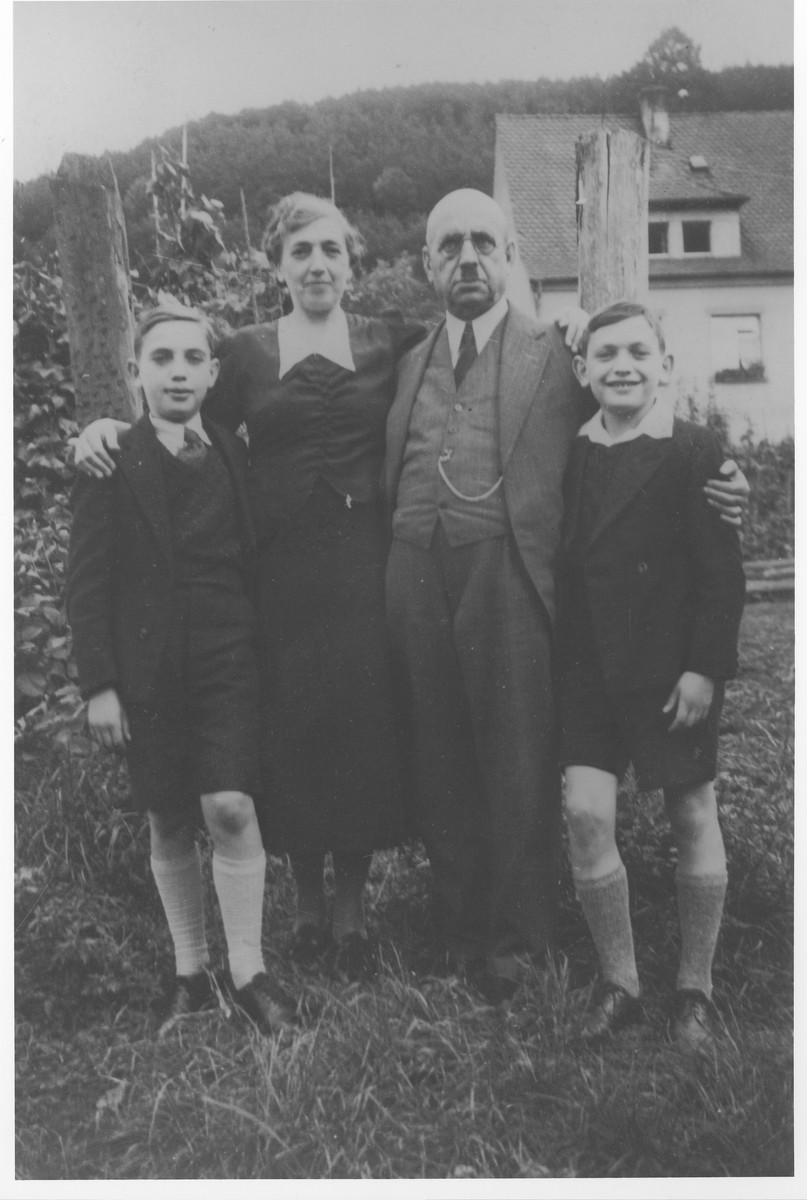 Werner Neuberger (right) poses with his parents and brother in the yard of their home in Rodalben.