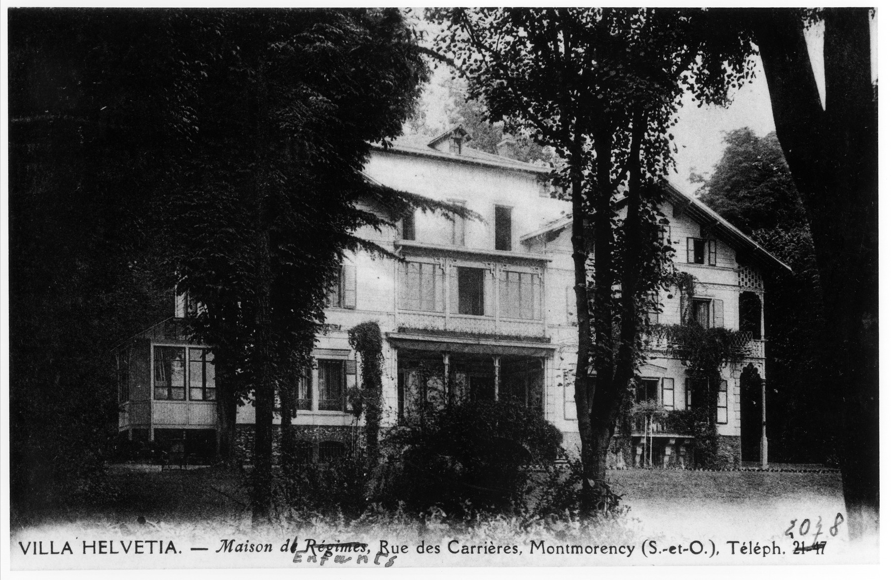 Picture postcard of the Villa Helvetia children's home in Montmorency.