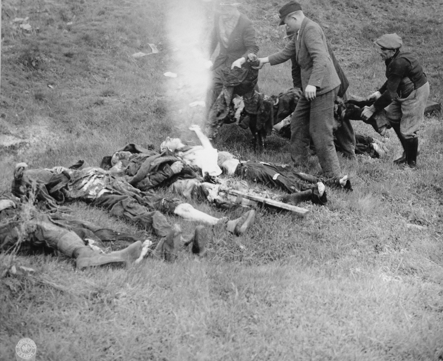 German civilians from Schwarzenfeld exhume the bodies of 140 Hungarian, Polish, and Russian Jews from a mass grave near the town.    The victims were killed while on an evacuation transport from Flossenbuerg concentration camp.