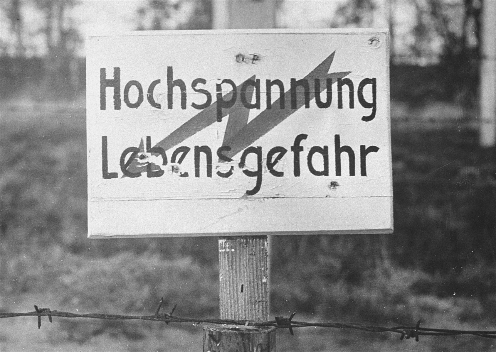 A sign warning of the electrified high tension wire fence that enclosed the Vught transit camp.