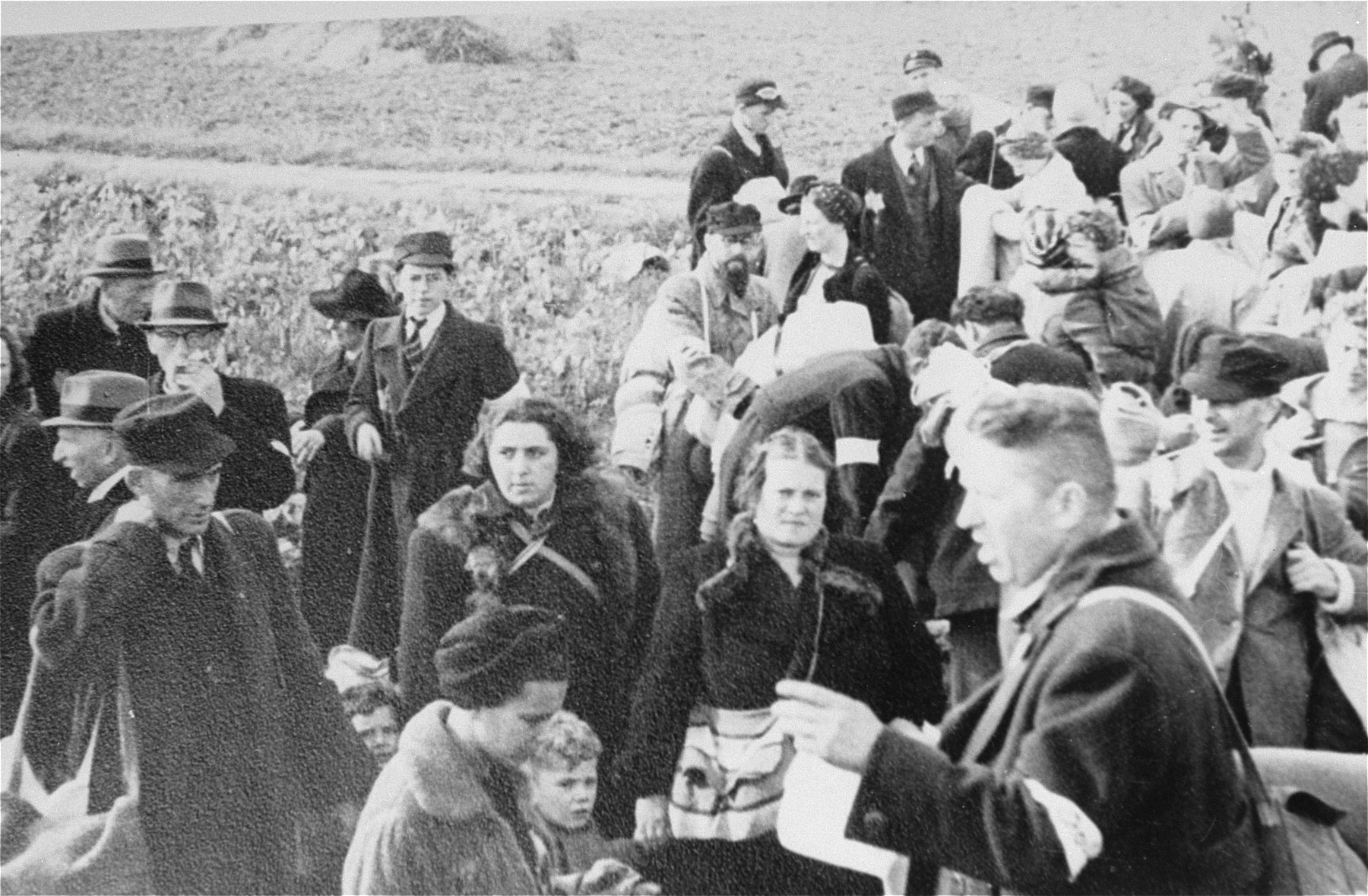 Dutch Jews from Hooghalen on route to Westerbork.
