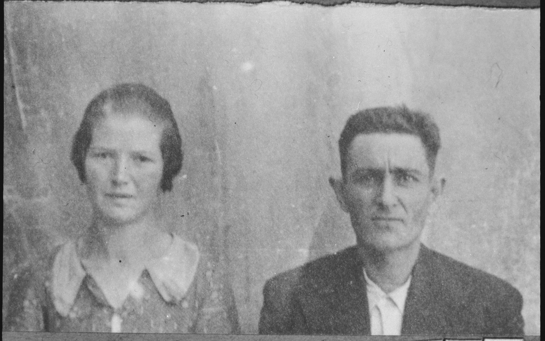 Portrait of Ely Ischach and his wife, Oru.  He was a rag dealer.  They lived at Asadbegova 11 in Bitola.