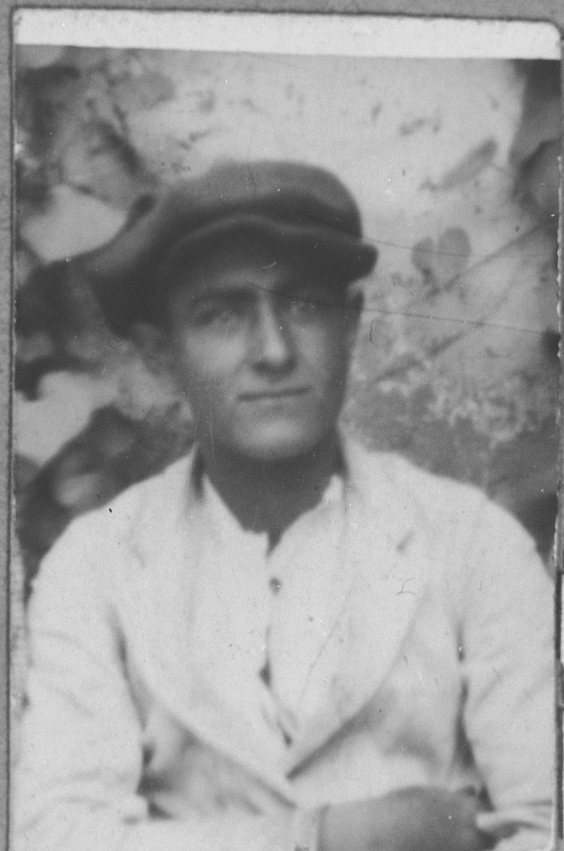 Portrait of Ely Ischach.  He was a rag dealer.  He lived at Asadbegova 11 in Bitola.