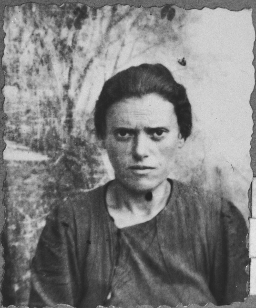 Portrait of Rekula Kalderon, wife of Nissim Kalderon.  She lived at Mitrovatska 3 in Bitola.