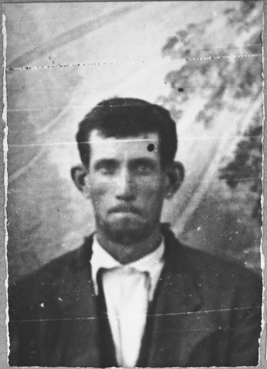 Portrait of Moshe Kalderon.  He was a laborer.  He lived at Ferizovatska 32 in Bitola.
