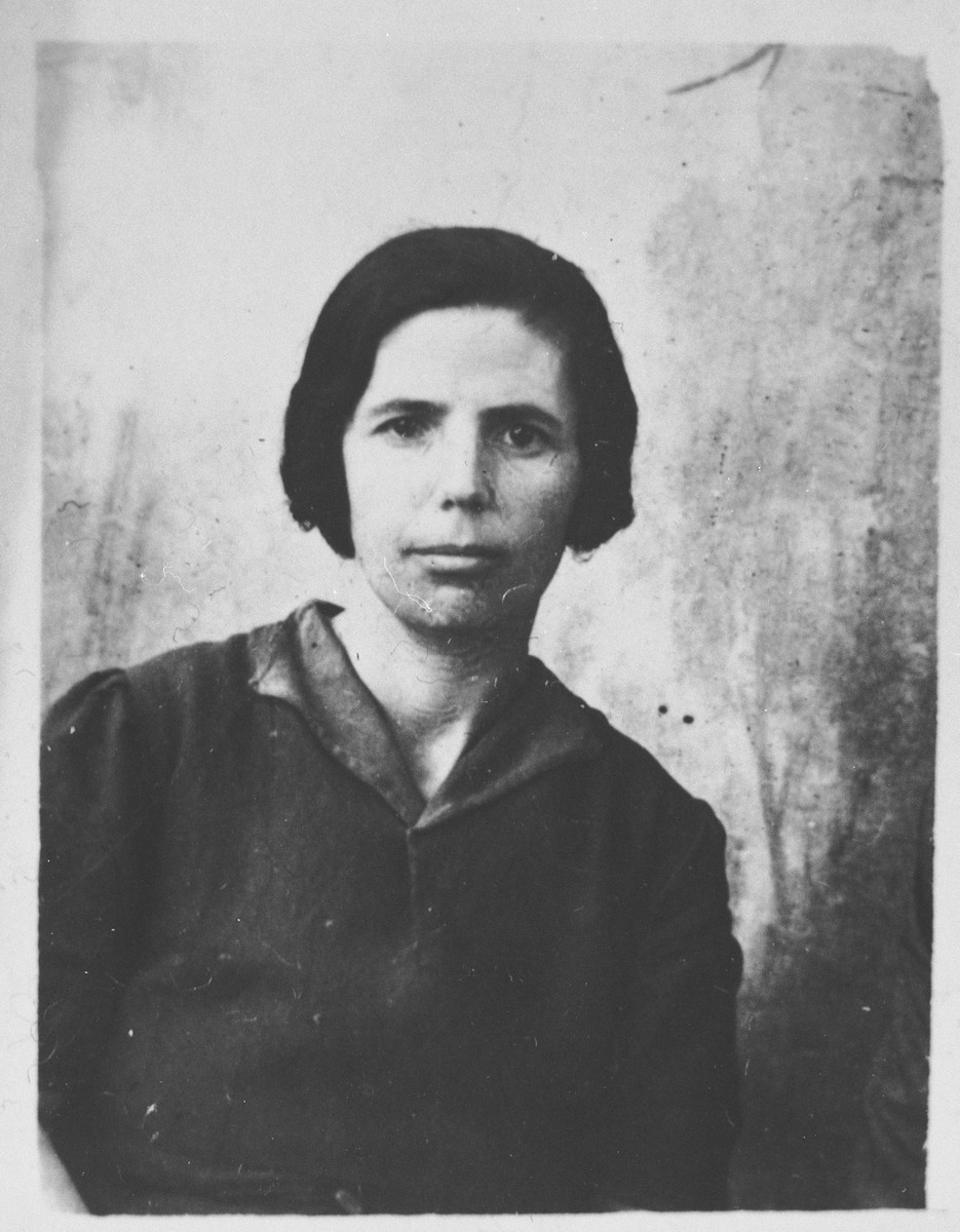 Portrait of Sol Kalderon, wife of Yakov Kalderon.  She lived at Zmayeva 14 in Bitola.
