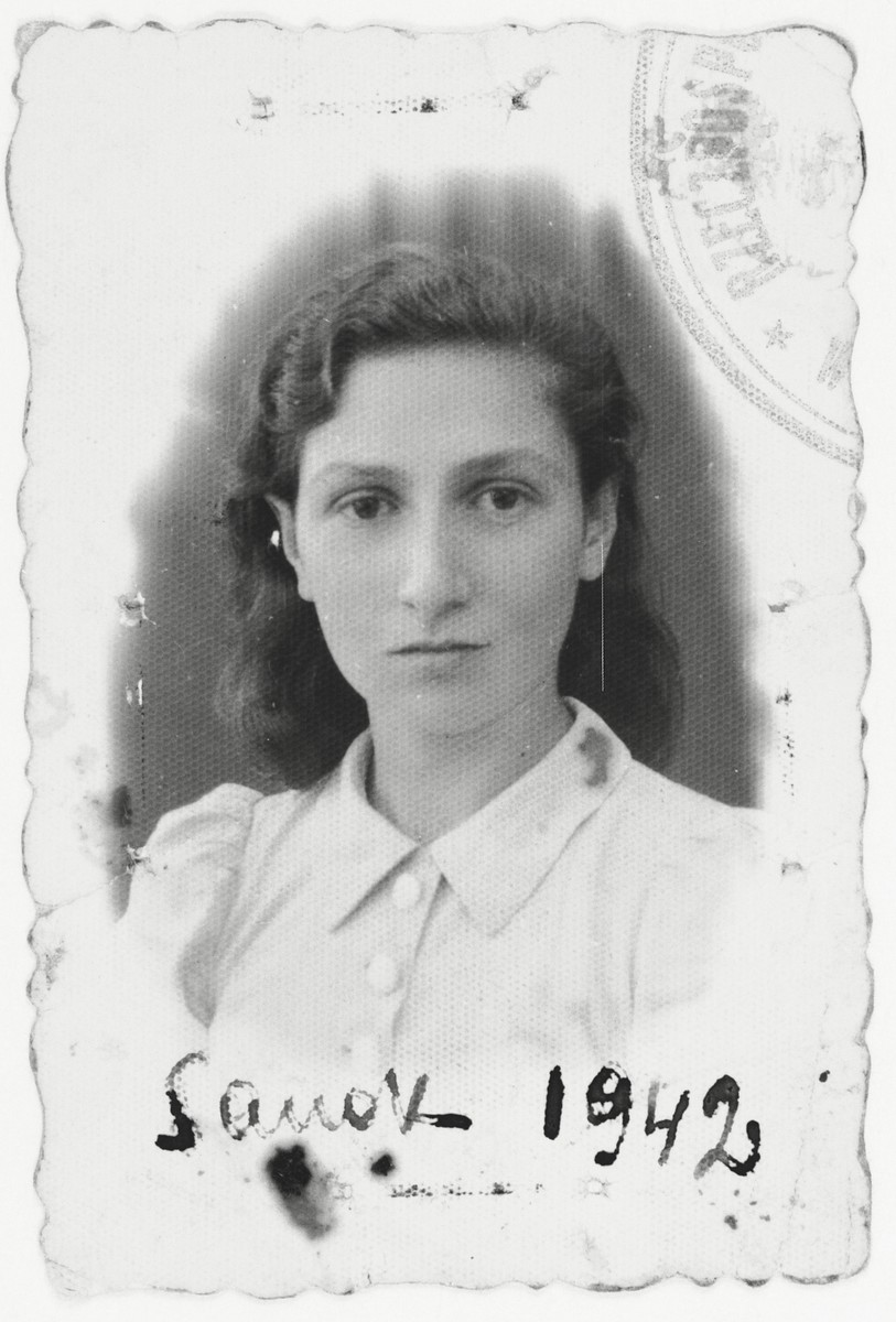 Identification photograph of Shifra Horowitz Majranc taken in the Sanok ghetto.