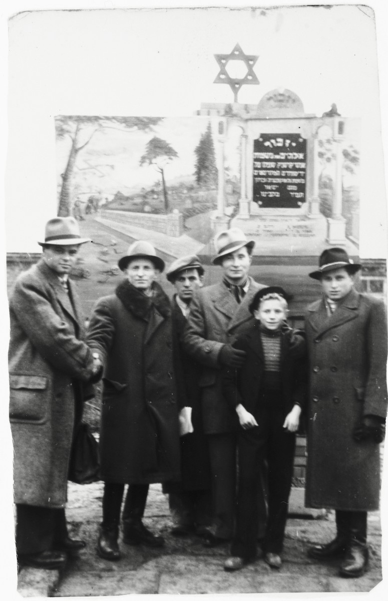 Jewish DPs stand in front of a memorial to Holocaust victims from Krasnik in the Zeilsheim DP camp.  Szlomo Waks is standing second from the right.