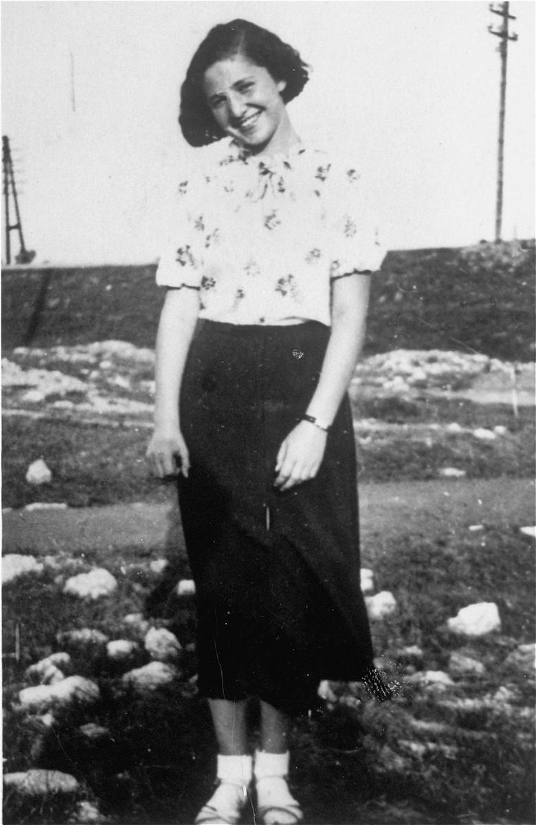 Portrait of fifteen-year-old Jadzia Liwer in Bedzin.