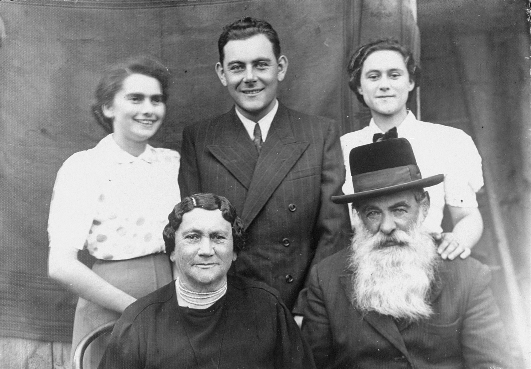 Leidner family portrait taken on the occasion of the engagement of Avrum Leidner to Rechla Saleschütz.  Four weeks later, on the eve of the outbreak of WWII, Avrum left for America.  Pictured in the front row are: Devorah and David Leidner.  In the back row, from left to right are:  Rechla Saleschütz, Avrum Leidner and Manka Leidner.