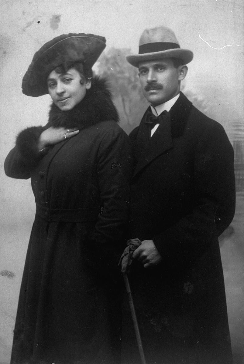 Portrait of Jacob Wajcblum and his wife, Rebeka Jaglom.