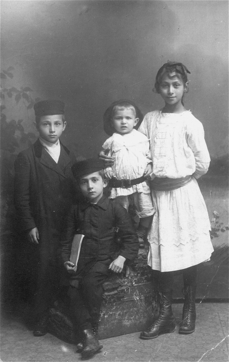 Portrait of the Rozenblit family in Lukow.    Pictured from left to right are the Rozenblit children, Mendl, Simcha, Meir, and Nechuma.