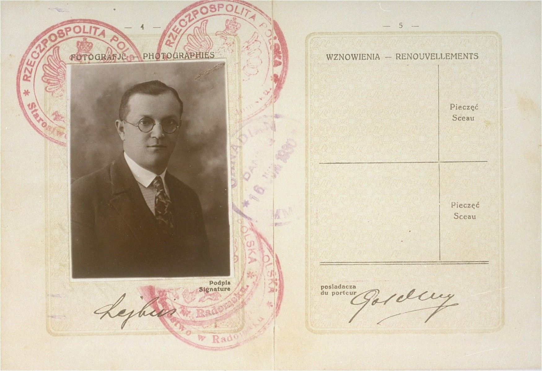 Passport of Lejbus Goldberg.
