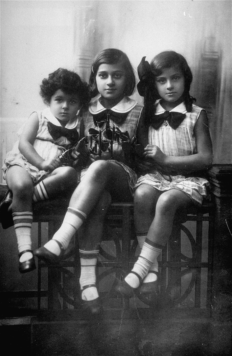 Studio portrait of three Jewish sisters in Warsaw.  Pictured from left to right are: Hanka, Sabina and Ester Wajcblum.