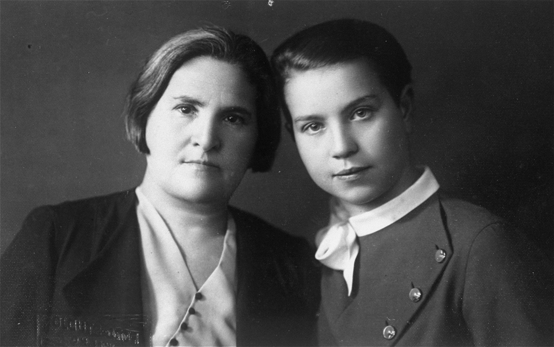 Studio portrait of two Jewish sisters in Vilna.  Pictured are Rachel Jurer and her sister Feiga.  Both perished in the Vilna ghetto.