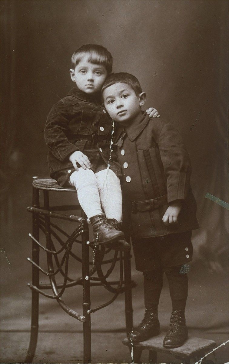 Studio portrait of two Jewish cousins in Vilna.  Pictured are Szepsel Kaftanski (left) and his cousin Alter Goldstein.