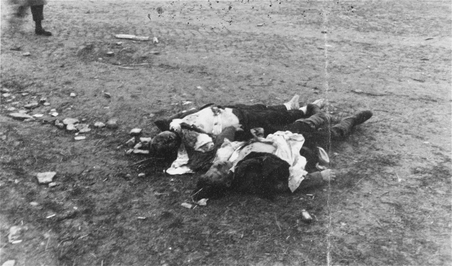 Corpses found in Ohrdruf awaiting burial.