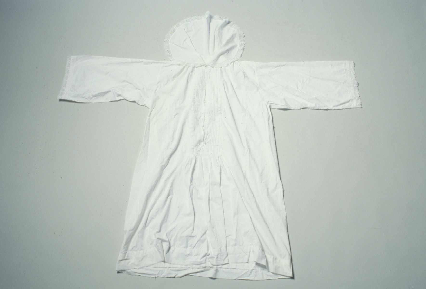 White clerical robe [kittel] that belonged to Rabbi Simon Hevesi.