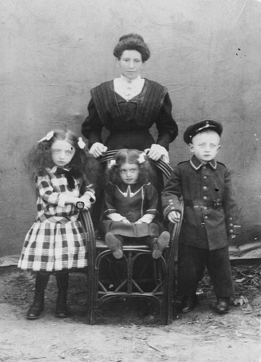 Studio portrait of the Muenz family from Frankfurt.  Pictured are Sophie Muenz (b. 1872) and her children Paula (b. 1909) and Meta (b. 1912).  In 1939 they tried to go to Cuba on board the St. Louis.  After the ship was turned back, they disembarked in Belgium.