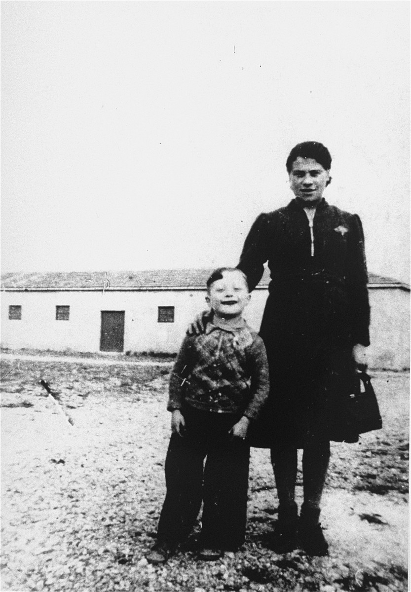 David Korn with his mother in Rivesaltes.