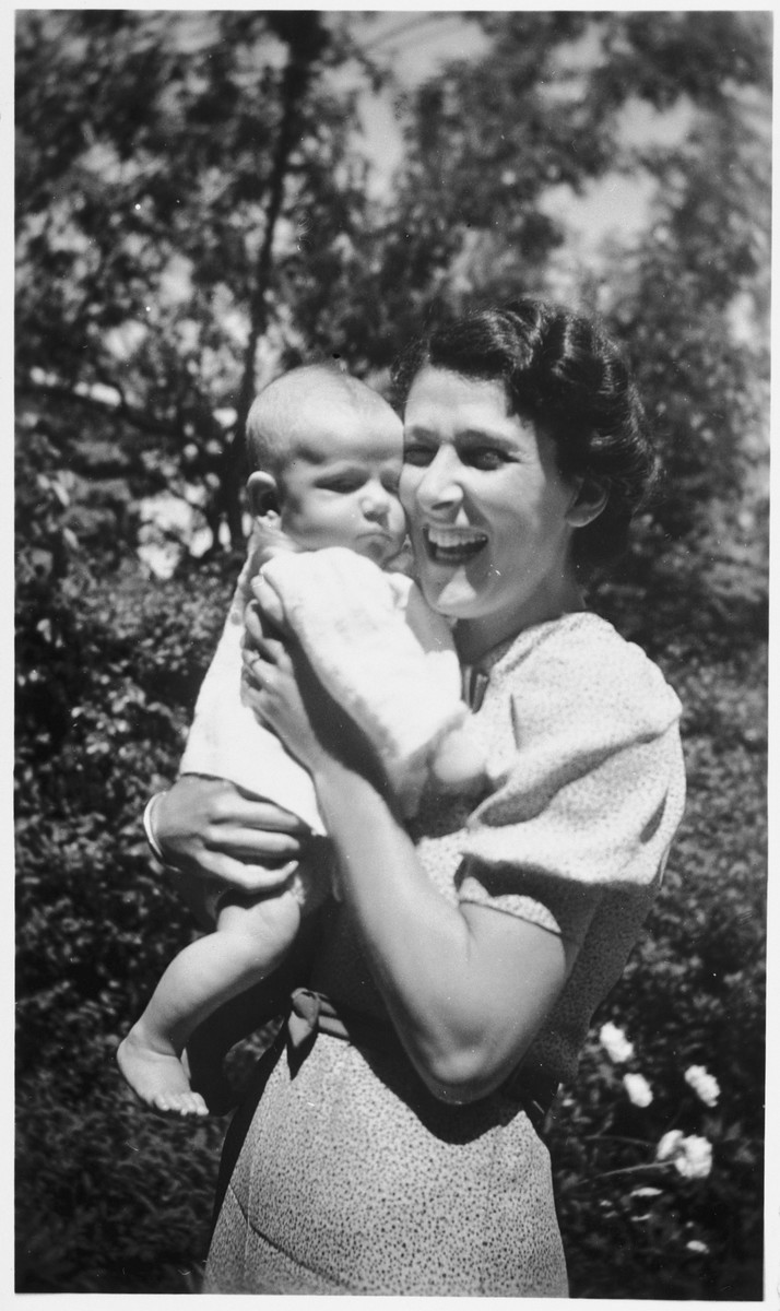 Portrait of Dutch Jewish mother holding her infant daughter.  Pictured are Berthe Hendrix-Vles with her daughter Marianne.