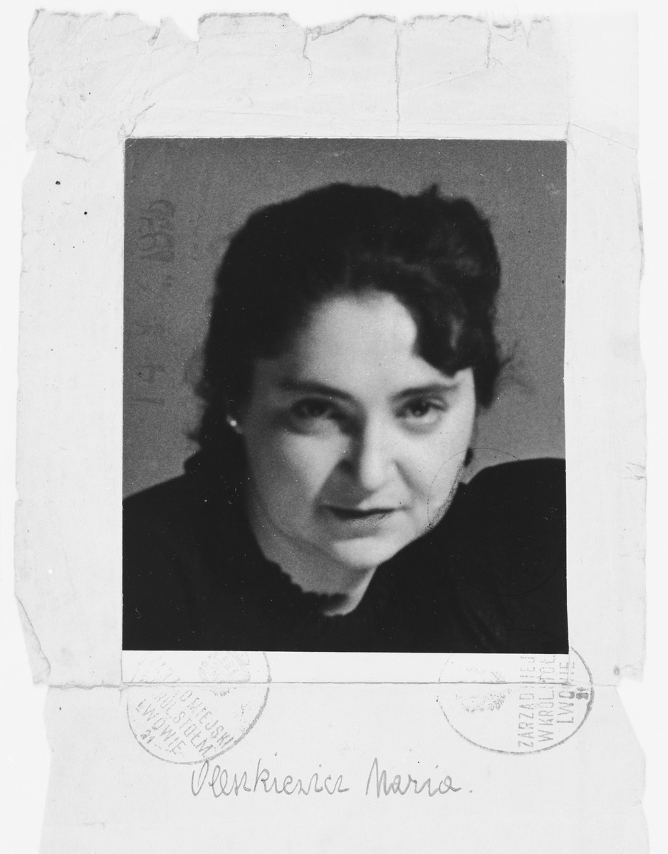 Identity photograph issued to Dorota Reichman with the false name, Maria Oleszkiewicz,  written below.