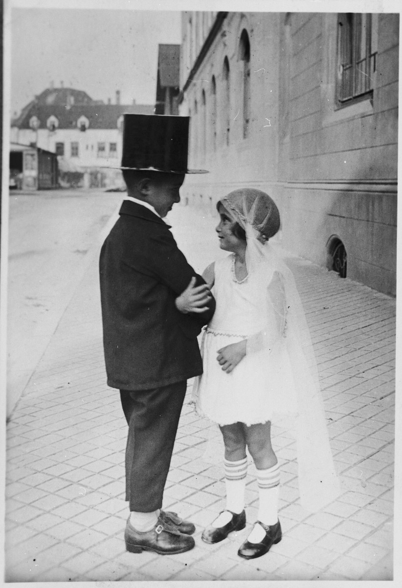 Suse Grunbaum and her cousin, Chaim Dannhauser, pose in a mock wedding ceremony.