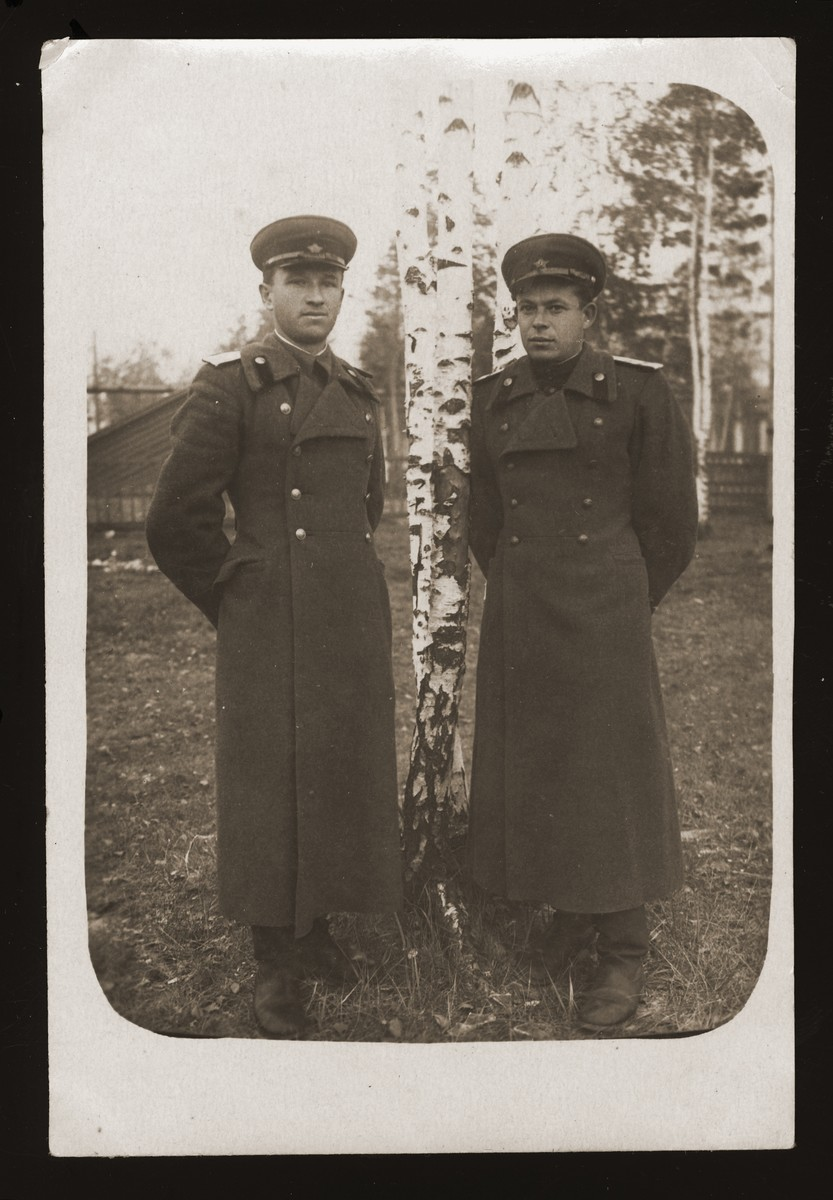 Abram Lewin (right) poses with another officer in the Soviet Army.