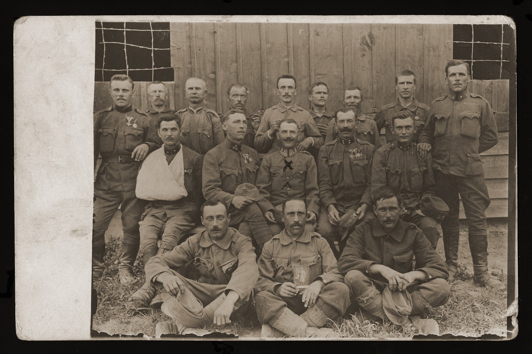 Group portrait of soldiers in the Polish army.