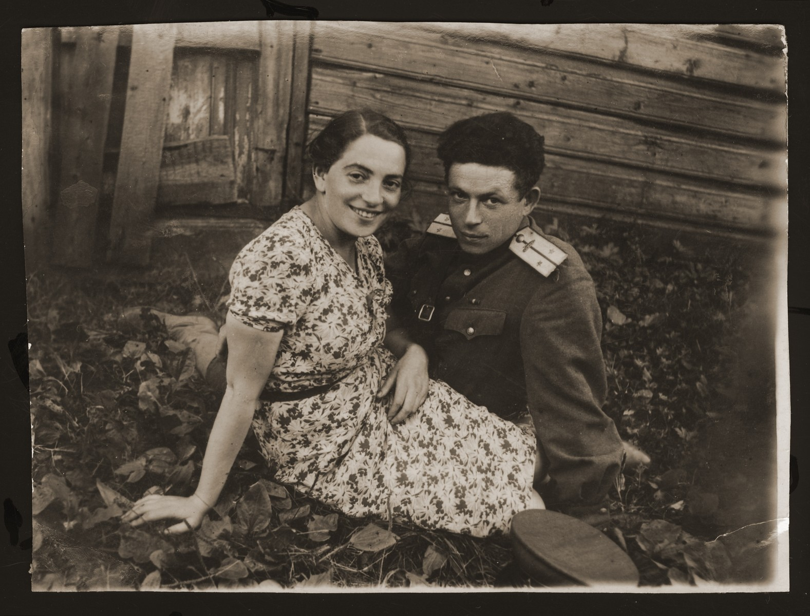 Abram and Estera (Ajzen) Lewin sit outside a wooden cabin in Gorky.