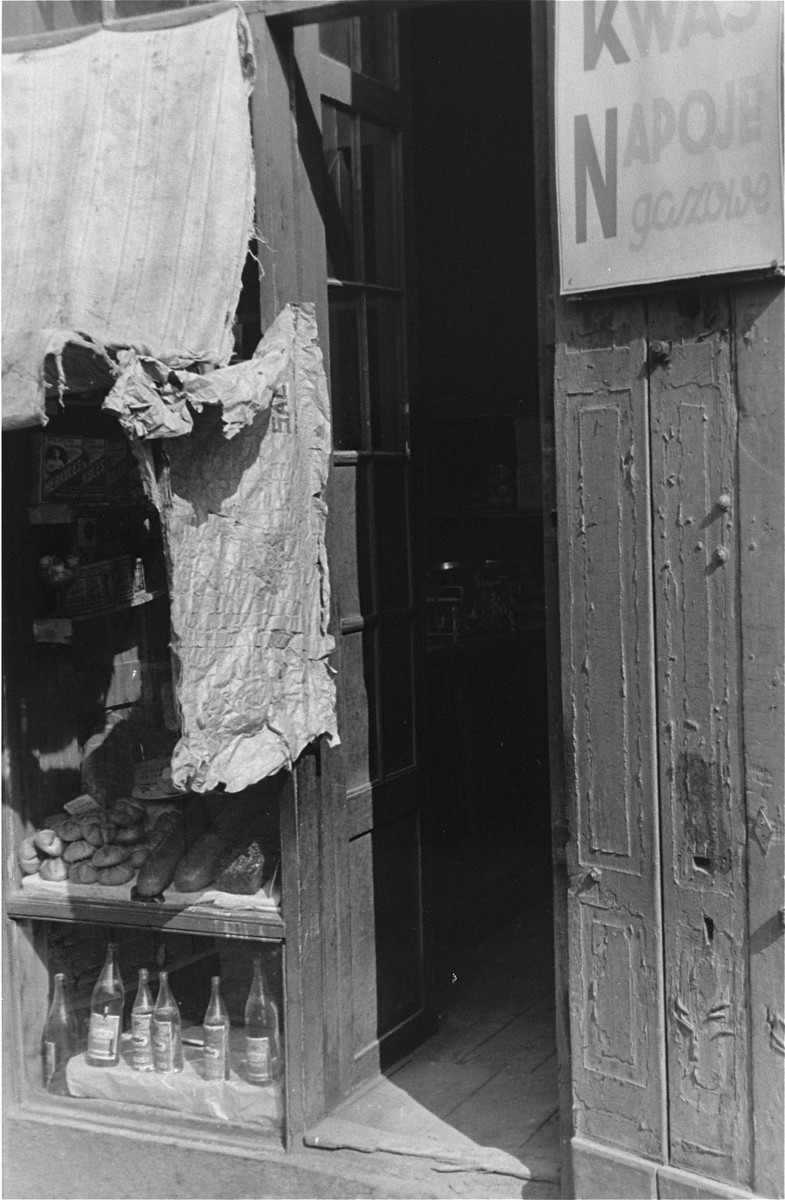 The entrance to a shop in the Warsaw ghetto selling soft drinks and bread.