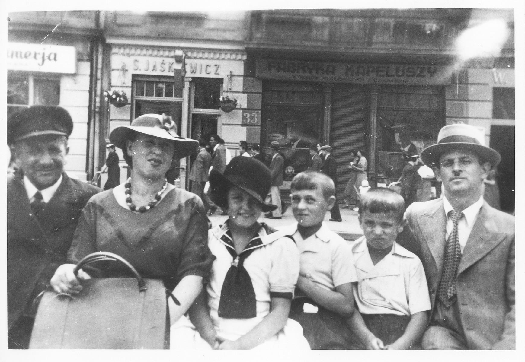 Rose Goldberg visits cousins in Zawiercie, Poland on the eve of World War II.