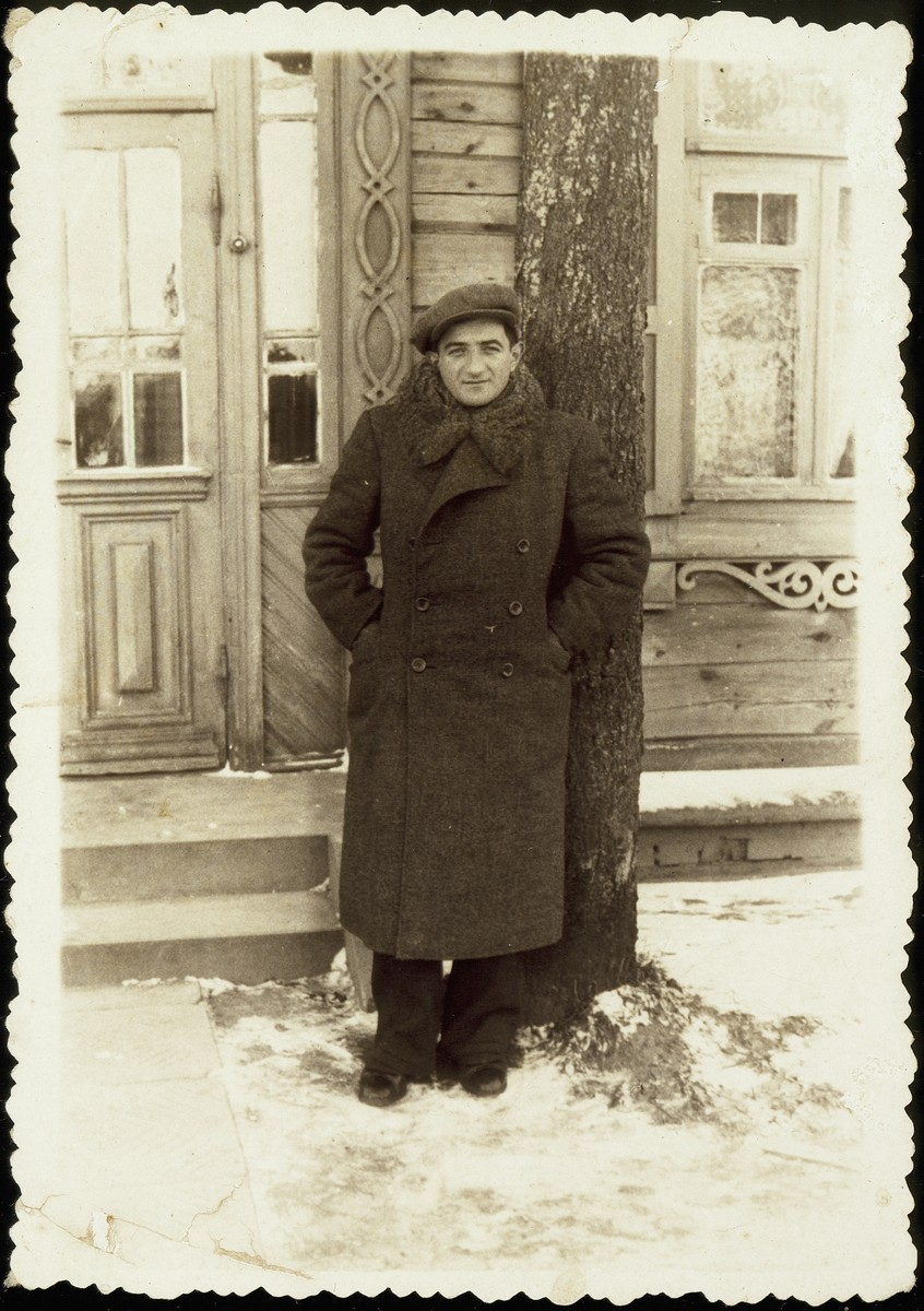 Shepske (Shabtai) Sonenson stands in front of a home in Eisiskes.    Shepske Sonenson was the leader of the Betar Zionist movement in Eisiskes and was very active in Hebrew education.  He was killed by the Germans during the September 1941 mass shooting action in Eisiskes.