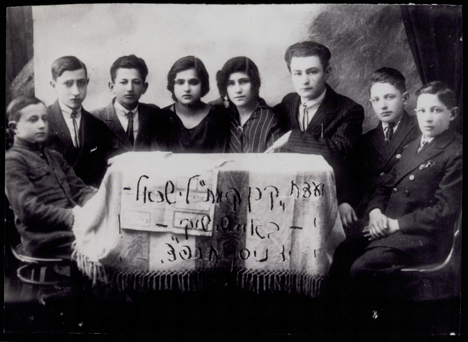Members of the Jewish National Fund (Keren Kayemet L'Yisrael) committee in Eisiskes.    Among those pictured is Peretz (or Simcha) Kaleko Alufi (third from right).