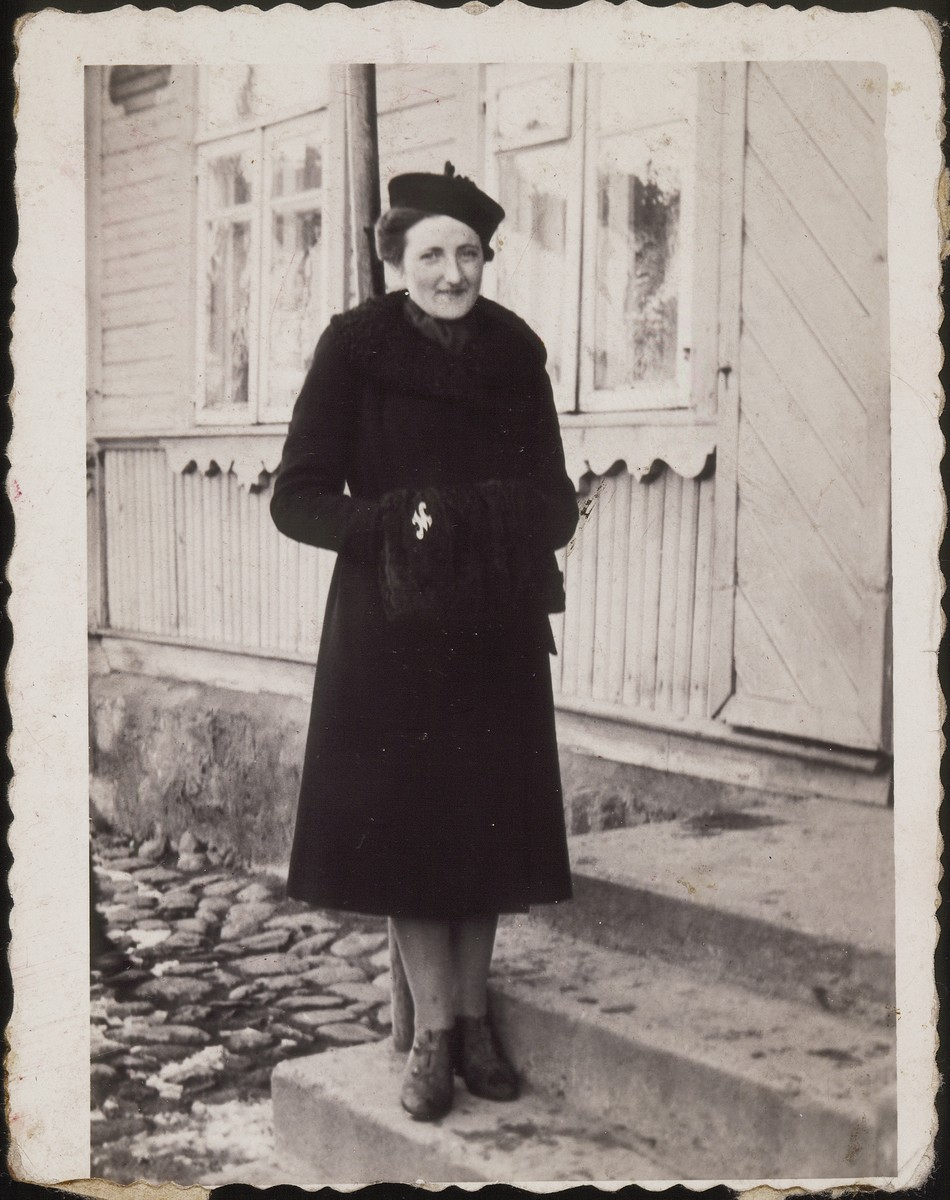 Miriam Kabacznik Shulman stands in front of the Kanichowski house on Vilna Street.    Miriam survived the Holocaust in hiding.