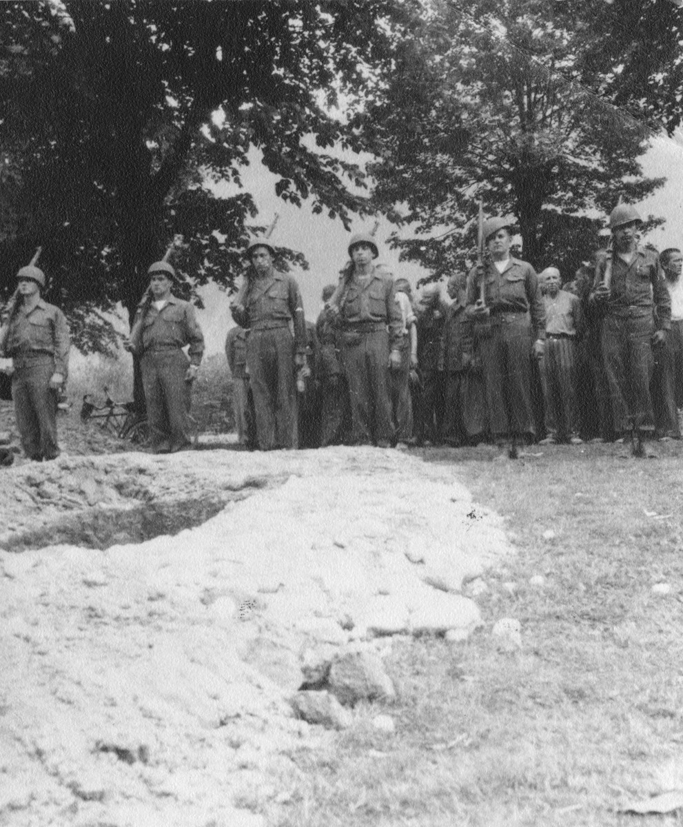 American soldiers provide a military burial for a Soviet colonel who had been imprisoned in Ebensee and died from tuberculosis.  Pictured from left to right are Kansas Fleming, Russell Pett, Ray Santos, Dick Pomante, John Wright and John Doll.