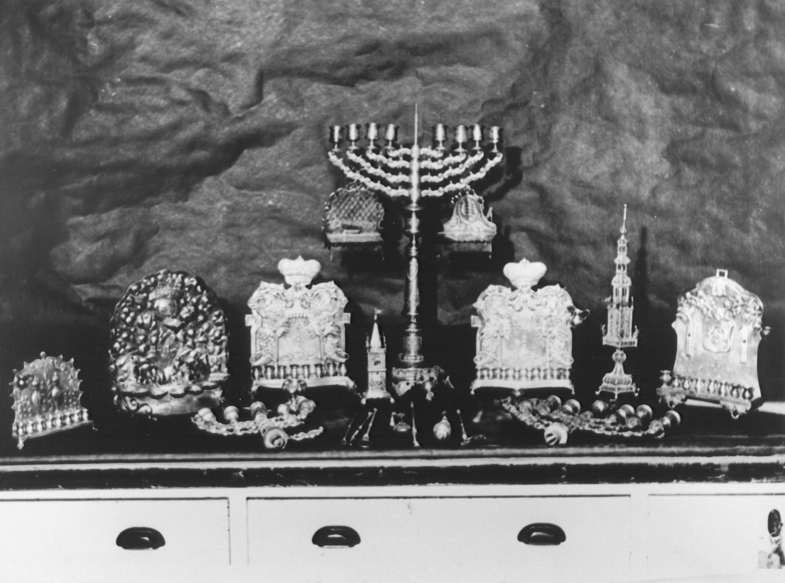 Display of confiscated silver menorahs, torah pointers and spice boxes.