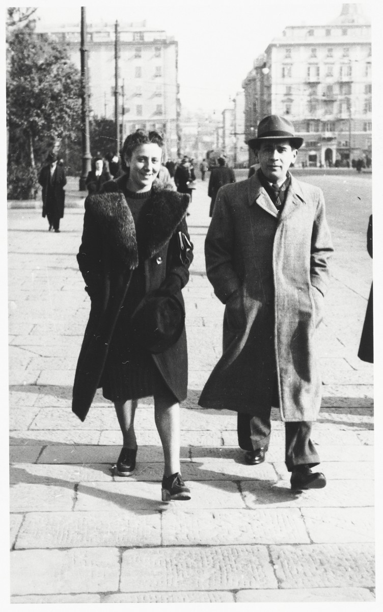 A young Jewish couple from Poland walks along a street in Pisa, Italy.  Chaja (Ringelheim) Rosenfeld is pictured on the left.