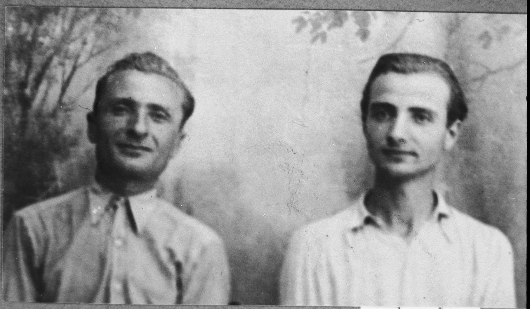 Portrait of Pepo and Isak Aroesti, sons of Samuel Aroesti.  Pepo was a second-hand dealer and Isak, a student.  They lived at Ferizovatska 13 in Bitola.