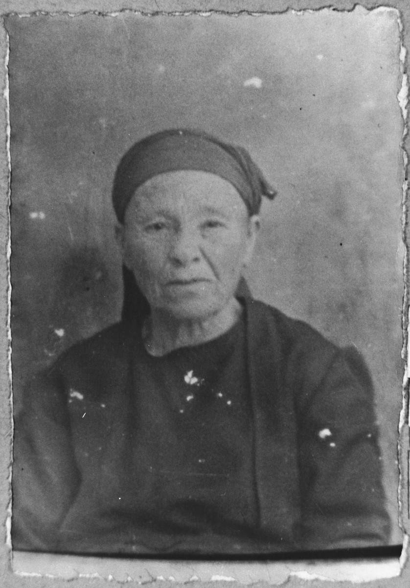 Portrait of Sara Aroesti, wife of Mishulam Aroesti.  She lived at Ferizovatska 13 in Bitola.