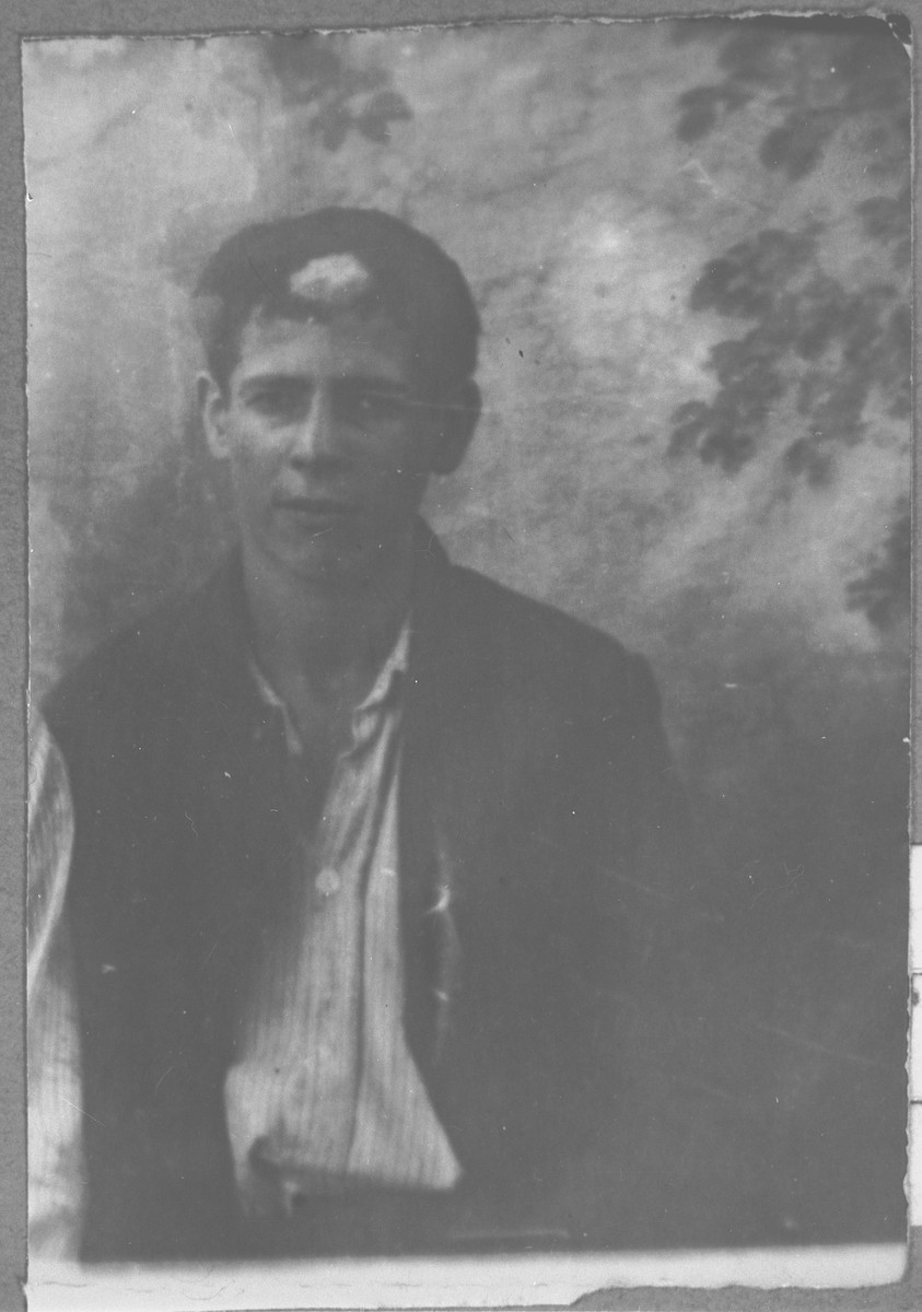 Portrait of Yosef Benjakar, son of Solomon Benjakar.  He was a student.  He lived at Putnika 129 in Bitola.